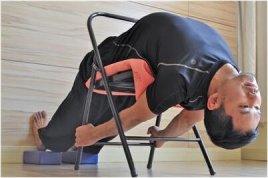 老人出现腿疼膝盖疼该如何治疗?