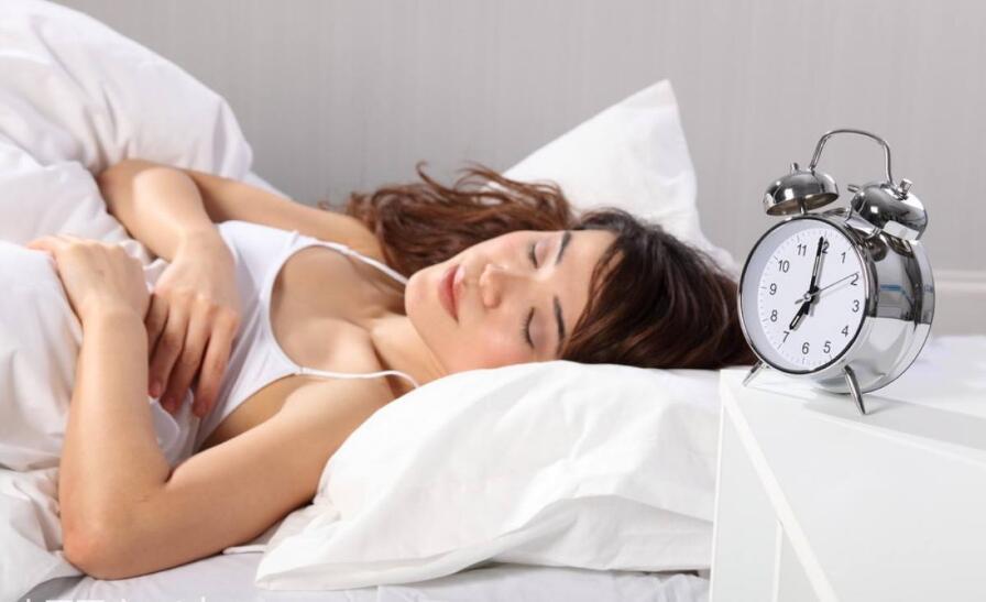 """睡七八小时最好,太多让人""""变笨""""!"""