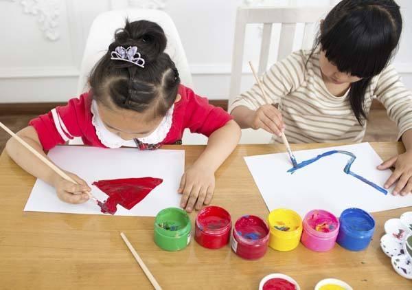 孩子在幼儿园比同龄人个头高很多,这正常吗?