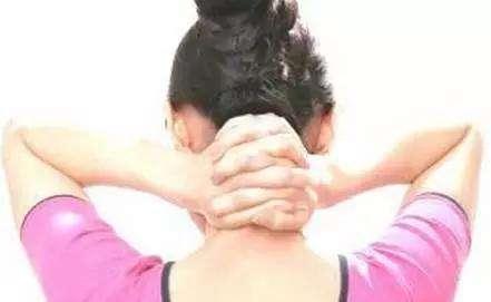 小心头痛、头晕这也许是得了颈椎病!!!