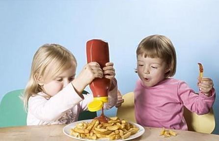 宝宝晚上吃零食的危害?影响发育和睡眠