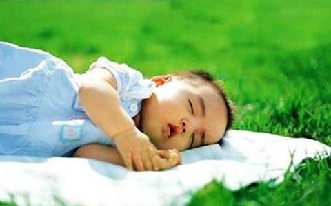 晒太阳十分钟,儿童肠炎降6%