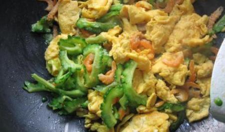 三伏天吃苦瓜炒鸡蛋,清热解暑、补充蛋白质