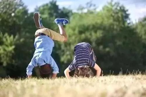 孩子不宜过早做三类运动