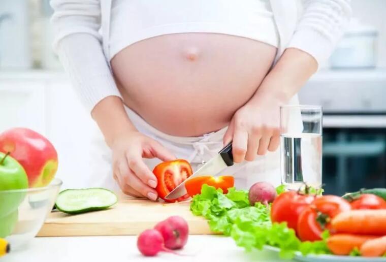 孕期吃太多水果好吗?医生:孕期猛吃水果,小心患糖尿病生巨婴