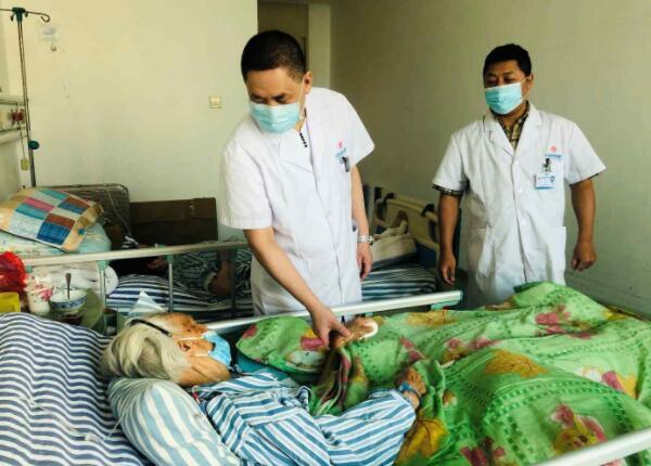 中信惠州医院多学科合力救治百岁骨折老人