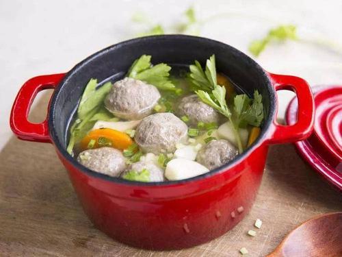 消暑生津:豆腐丸子枸杞叶汤
