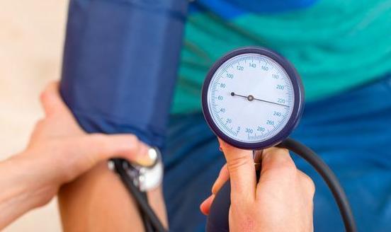 为什么高血压会损害肾脏?如何预防?