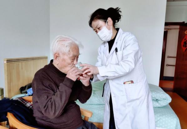 高龄老人的起居护需要注意什么